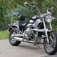 black beauty. #black #000000 #beauty #BMW #Motorrad #r1200c #cruiser #2cylinder #boxer #engine #chromehead #007 #Beemer #NOTBimmer ;} #BayerischeMotorenWerke