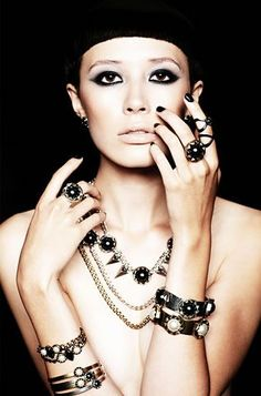 pictures of women wearing fashion necklaces | High Fashion Jewelry for Women | Womenz Magazine
