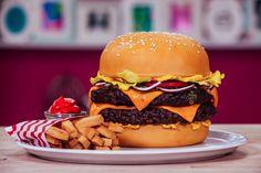 Le Burger Cake, un gâteau réalisé par Yolanda Gampp, aka How To Cake It, reprenant de manière ultra-réaliste la forme