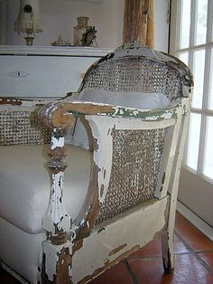 Shabby chair by the unquiet librarian /Flickr