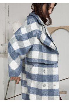 Erma  #VogueRussia #readytowear #rtw #fallwinter2018 #Erma #VogueCollections Iranian Women Fashion, Sartorialist, 2020 Fashion Trends, Sweater Knitting Patterns, Vogue Russia, Dress Suits, Clothing Patterns, Coats For Women, Autumn Winter Fashion