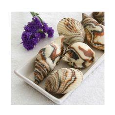 Jabones en forma de conchas de caracol. Vienen 3 en cada caja. Material: jabón baudelino.com