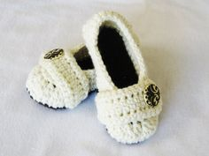 Crochet Pattern Cozy Women's House Slippers by YarnBlossomBoutique