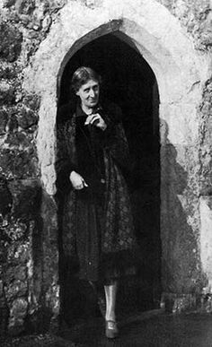 Virginia Woolf at Knole house in 1927.