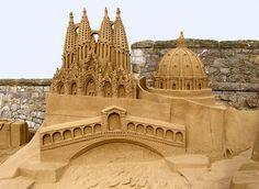 Castles in the Sand: 11 Inspirations for Beachside Builders - La Sagrada Familia Basilica Starcraft, Snow Sculptures, Sculpture Art, Mind Blowing Pictures, Weston Super Mare, Ice Art, Snow Art, Famous Castles, Art Festival