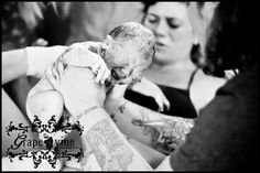 Relationship of childbirth classes with using a doula. (image of Daddy Catching New Baby) Breastfeeding Classes, Birthing Classes, Parenting Classes, Parenting Books, Doula Services, Hospital Birth, Lactation Consultant, Childbirth Education, Birth Photography