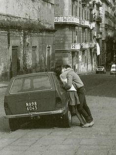Love Napoli, by Guido Giannini - At spring, kissing couples are over every corner of Naples. You can step into them practically everywhere - NZ Vintage Kiss, Vintage Love, Vintage Couples, City Photography, Couple Photography, Couple Kiss Photo, Vintage Photographs, Vintage Photos, Louis Aragon