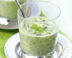 Soupe glacée de courgettes au chèvre frais et olives noires (facile, rapide) - Une recette CuisineAZ