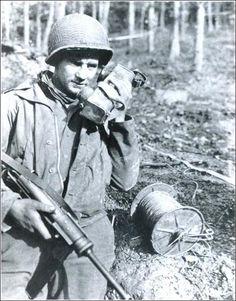Le Sgt Mike Ala, 4e Division d'infanterie, forêt de Hürtgen Sgt Mike Ala, 4th Infantry Division, Hürtgen Forest
