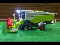 RC CLAAS Combine Harvester in Action! Awesome RC Farmer model!