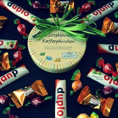 Unser Revenue Manager hat heute Geburtstag und wir haben ihn mal am Arbeiten gehindert... Happy Birthday Brücki!  #happybirthday #happyhappy #geburtstag #birthday #geburtstagstisch #geburtstagsdeko #auszeitgönnen #auszeit #süßigkeiten #süssigkeiten #süsses #sweets #kollege #hotel #goldentulipberlin