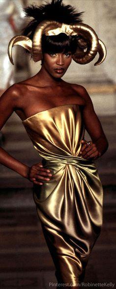 Alexander McQueen Haute Couture S/S '97 | Naomi Campbell