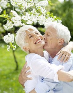 Get effective real love spells which work instantly and effectively to help you bring your lost love back in your life.All the love spells are legit. Older Couple Poses, Older Couples, Mature Couples, Growing Old Together, Art Vintage, Old Age, Everlasting Love, Forever Love, Aging Gracefully