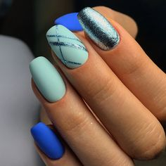 Geometric nail designs are always present in nail art every season.The whole world of fashion, and so does the manicure Nail Art Stripes, Striped Nails, Blue Nails, Blue Stripes, Nail Art Designs, Manicure Nail Designs, Pedicure Designs, Design Ongles Courts, Uñas Fashion
