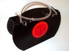 Turn old vinyls into a vinyl handbag! Totally cool. #vinyl #DIY #musicart