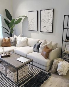 Small Apartment Living, Home Living Room, Modern Apartment Decor, Living Room Decor Ideas Apartment, Small Living Room Sectional, Modern Living Room Decor, White Couch Living Room, Apartment Furniture, White Couch Decor