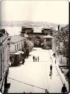 benzerleriAbbasağa Parkı – 1940'larBeşiktaş, Abbasağa Parkı – 1940'larBeşiktaş – 1940'larİstanbul, Dolmabahçe Camii – 1940'larİnönü Stadı – 1950'lerİnönü Stadı'nın yapımına başlamadan önce maket hali