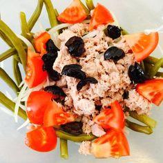 Un verre de fruit de la passion bien glacé pour accompagner cette jolie salade de thon et haricot vert  #IvorianFood  mangeons bien  mangeons sain !