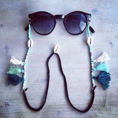 Phase accessories: Boho sunnycords fringe and cowry shells Tassel Jewelry, Diy Jewelry, Eyeglass Holder, Bracelet Crafts, Diy Necklace, Bead Earrings, Handmade Accessories, Eyeglasses, Crochet