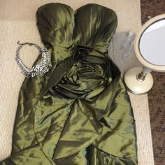 Prom Dress Tafetta Wore only once!Perfect Condition!Taffeta Fabric !Great for wedding,Prom or any Special Events!!!Size 8 but fits 6 too comes with a adjustable belt inside as seen on picture 3 Light in the Box Dresses Prom