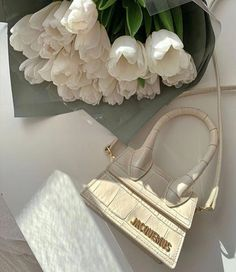 Discovered by farida. Find images and videos about fashion, style and white on We Heart It - the app to get lost in what you love. Cream Aesthetic, Classy Aesthetic, Flower Aesthetic, Aesthetic Fashion, Mode Poster, Sacs Design, The Blonde Salad, Cute Bags, Luxury Bags