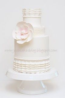 I love this vintage cake by Jessica Harris :)
