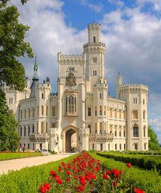 Czech Republic Travel Inspiration - Hluboka Castle ~ considered to be one of the most beautiful castles in the Czech Republic. Originally Gothic style, construction was ordered in the century in the romantic style of the WIndsor Castle. Beautiful Castles, Beautiful Buildings, Beautiful Places, Modern Buildings, Prague, Photo Chateau, Château Fort, Castle House, Castle Ruins