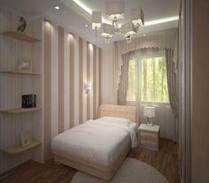 Узкая спальня в кремовых тонах