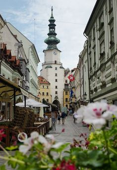 The Capital Bratislava, Slovakia. It might be quiet, but Bratislava certainly is pretty in the sleepy hours of morning. Macedonia, Places To Travel, Places To See, Wonderful Places, Beautiful Places, Bósnia E Herzegovina, Danube River Cruise, Bratislava Slovakia, Voyage Europe