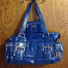 MICHAEL KORS PURSE AND WALLET Beautiful Michael Kors bag in Royal Blue. There is some cracking on the handle and top rim of bag.  It is in great condition other than the cracks.  They really aren't very noticeable but I would rather overstate them than understate them.  Wallet is included. Michael Kors Bags Shoulder Bags