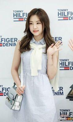 Naeun South Korean Girls, Korean Girl Groups, Artistic Fashion Photography, Son Na Eun, Apink Naeun, Girl Korea, Most Beautiful Faces, Asian Celebrities, Girl Day