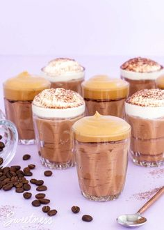 This mocha mousse is easy to make with just a few ingredients and has a rich chocolate flavour with a smooth coffee hit. It's coffee and dessert all in one! Coffee Mousse, Mocha Coffee, Chocolate Coffee, Dessert In A Jar, Coffee Dessert, Chocolate Chip Recipes, Chocolate Flavors, Healthy Chocolate, Vegan Hot Cross Buns