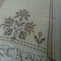Tel kırma Embroidery Stitches, Hand Embroidery, Cross Stitch Borders, Weaving Patterns, Bargello, Blackwork, Pink Flowers, Hand Sewing, Diy And Crafts