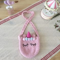 All kids will love this bag. We will knit only with frequent needles and handrails . Crochet Projects To Sell, Easy Knitting Projects, Finger Crochet, Wire Crochet, Crochet Bracelet Pattern, Bracelet Patterns, Bavarian Crochet, Plastic Bag Crochet, Wire Jewelry Patterns