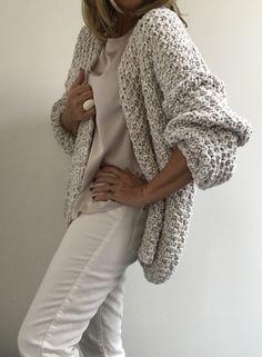 ideas for crochet cardigan chunky knitwear Diy Crochet Cardigan, Crochet Jacket, Knit Cardigan, Crochet Stitches For Beginners, Chunky Knitwear, Crochet Baby Bonnet, Ravelry Crochet, Crochet For Boys, Mohair Sweater