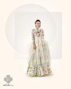 Tchai Kim Youg-Jin is traditional Korean hanbok brand Korean Traditional Dress, Traditional Fashion, Traditional Dresses, Korea Fashion, Asian Fashion, Fashion Photo, Hanbok Wedding, Korea Dress, Modern Hanbok