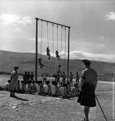Greek soldiers climbing ropes during training by British officers in the Greek civil war. (Photo by Keystone Features/Getty Images). Hellenic Army, Greek Soldier, Greek Royal Family, Greek Warrior, Military Branches, British Soldier, In Ancient Times, Modern History, Black And White Pictures