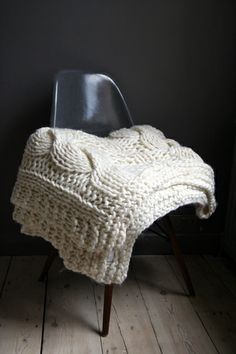IoSeriously Chunky 100 Wool Hand Knitted Throw Blanket