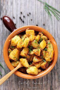 Cartofi taranesti cu ceapa si boia dulce detaliu Raw Vegan Recipes, Vegetarian Recipes, Healthy Recipes, Quick Meals, No Cook Meals, Easy Cooking, Cooking Recipes, Baking Bad, Romanian Food