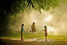 30 photos magiques d'enfants qui jouent à travers le monde
