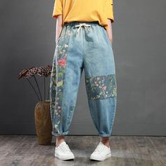 how to look classy and elegant in jeans, Shop here you will get more inspiration. The Vintage Patch Designs Loose Harem Jeans! Upcycling Fashion, Diy Fashion, Ideias Fashion, Queer Fashion, Urban Fashion, Fashion Jewelry, Fashion Tips, Harem Jeans, Women's Jeans