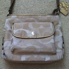 Cream colored authentic Coach purse Lightly used. In new condition! 100% authentic!! Coach Bags