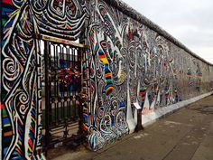 The remains of the Berlin Wall decorated with inspiring art, a beautiful tribute to the scarring history of Germany. Berlin Photography, Travel Photography, History Of Germany, Cool Works, East Side Gallery, Dslr Background Images, Berlin Germany, Berlin Today, Berlin Berlin
