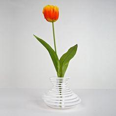 Vaso moderno in plexiglass Lady Clay. Perfetto come idea regalo per il #matrimonio. Prezzo 165€ . #design #designtrasparente #plexiglass #shopping #online