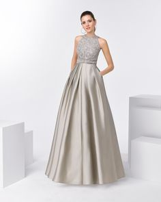 Our Aire Barcelona evening and cocktail gowns' elegance and femininity make them the stand-out choice for guests searching for that perfect look. Prom Dresses Blue, Formal Evening Dresses, Bridal Dresses, Bridesmaid Dresses, Modest Fashion Hijab, Fashion Dresses, Farewell Dresses, Couture Mode, Mom Dress