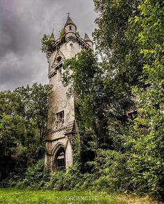 Abandoned but stil £magicalpalce