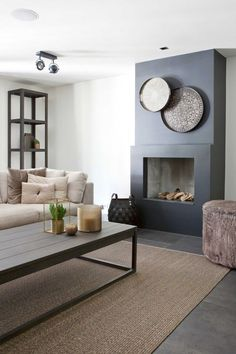 Home Fireplace Modern _ Home Fireplace Home Deco contemporary fireplace ideas Fireplace Home Modern Home Fireplace, Living Room With Fireplace, Fireplace Surrounds, Fireplace Stone, Fireplace Shelves, Black Fireplace, Fireplace Ideas, Home Living Room, Interior Design Living Room