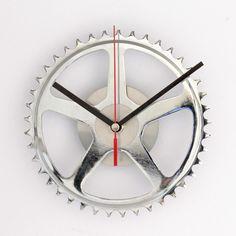 Uhren - Ritzeluhr - Wanduhr aus Kettenblatt - ein Designerstück von ReCycling-Products bei DaWanda