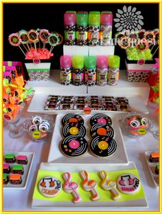 Fiesta Disco Birthday Party - Birthday Party Ideas for Kids and Adults 80s Birthday Parties, Disco Birthday Party, Neon Birthday, Birthday Party Desserts, Kids Disco Party, Dessert Party, Dessert Buffet, Dessert Tables, Bolo Dos Beatles