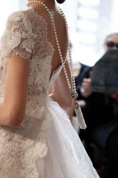 Tendance Robe De Mariée 2017/ 2018 : All About The Back Oscar de la Renta Bridal 2015  #odlr www.ninagarcia.com
